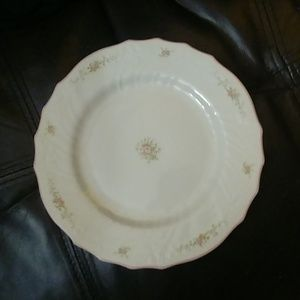 Royal Doulton set of 8 salad or lunch plates Barri